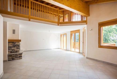 Spacieux attique avec mezzanine, à proximité des pistes