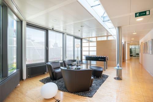 Zentrale Büro- | Praxisfläche am Löwenplatz!