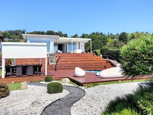 Villa moderne avec piscine à Lugnorre.