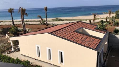 """Appartements et villas """"pieds dans l'eau"""" au Sud de la Sardaigne"""