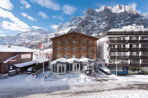 Hôtel à Loèche-les-Bains situé au centre, à 2 minutes des bains (1)