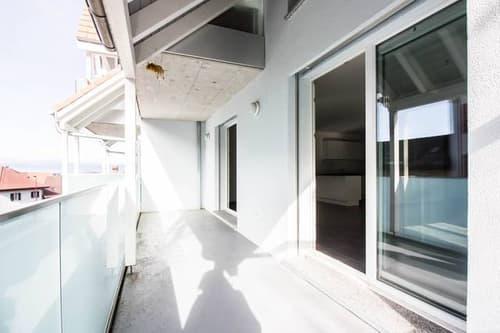 Grand balcon, état neuf, loué, rendement sur fonds propres y.c. frais de notaire de 6.7%