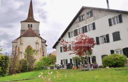 Spacieux, beaucoup de cachet, poutres apparentes, centre du village, grand jardin, à 14 mn de Neuchâtel
