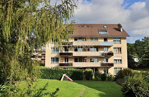 Spacieux appartement de 5,5 pièces avec balcon, à 4,5 km des plages du Lac de Neuchâtel, idéal pour un investisseur ou pour pour y résider