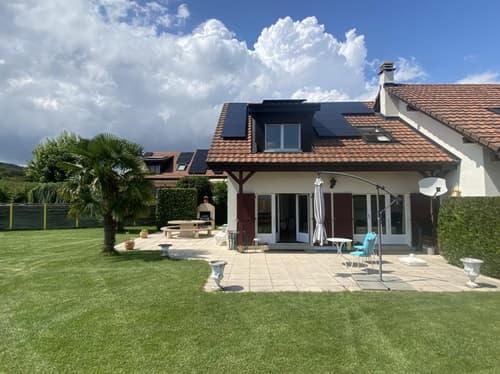 Lumineuse villa jumelle avec jardin et 4 garages doubles (1)