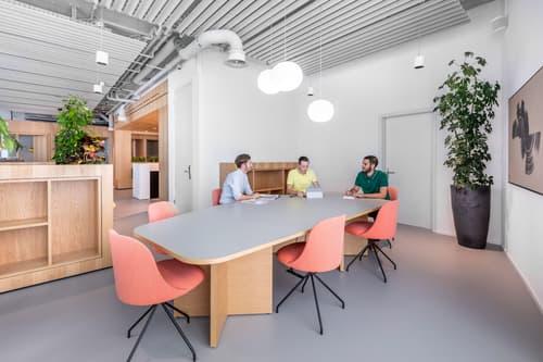 Flexible Arbeitsplätze mit eigenem Schreibtisch in Spaces Grafenauweg
