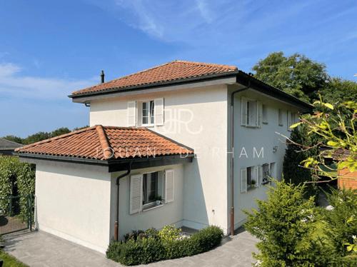 Charmante villa à louer avec grand jardin et vue lac