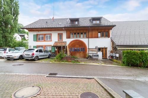 Interessante Wohnung am Bach - Sanierungsbedürftig