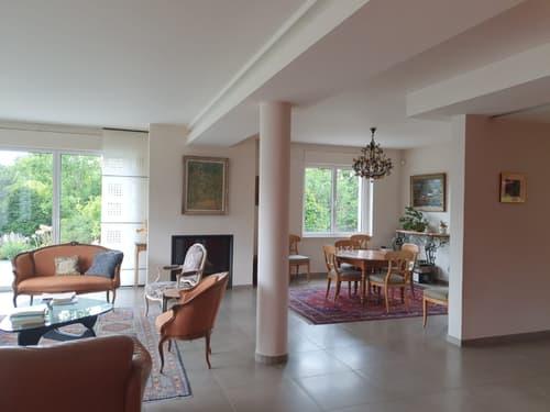 Prestige Villa, high standing, in rühige Lage, bei Grenze und Gechäfte