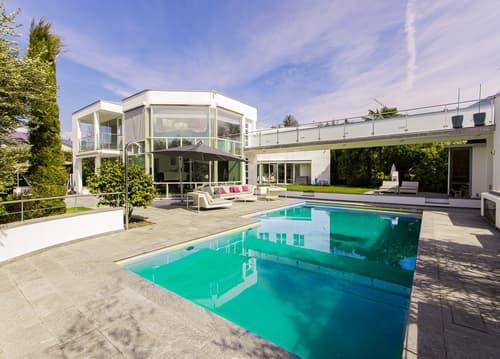 Luminosa villa con piscina in zona ricercata/ Helle Villa mit Schwimmb