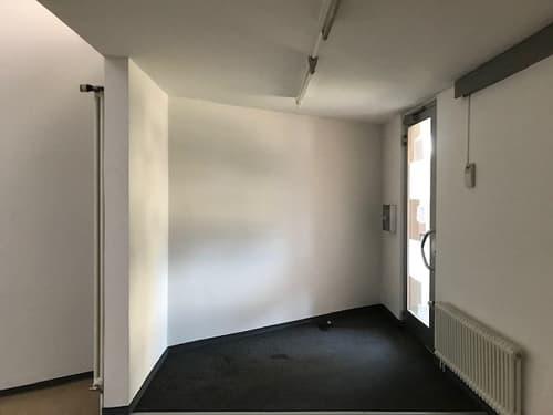 Affittasi spazio commerciale con vetrina - posizione centrale