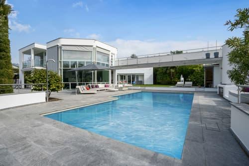 Villa moderna arredata con splendida piscina