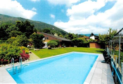 Villa signorile, ca. 300 mq, architettura attuale, grande giardino con piscina, zona collinare
