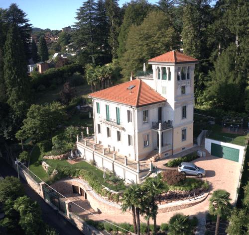 Appartamenti in villa Liberty a rendita a Cadegliano Viconago