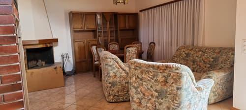 Arosio appartamento 3 locali con camino e posto auto
