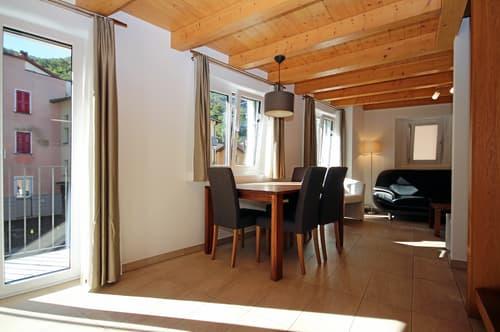 Schöne und helle Duplex-Wohnung komplett eingerichtet