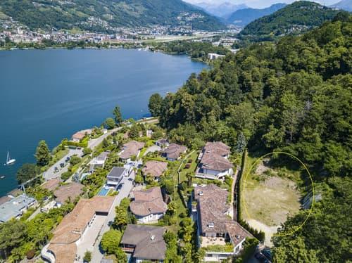 Terreno edificabile con vista lago