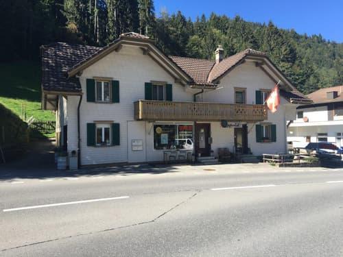 Heimeliges Wohn- und Geschäftshaus mitten in Flühli