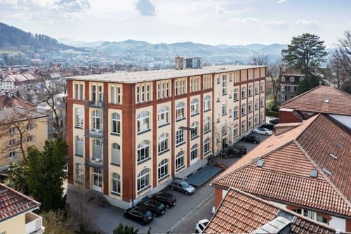 281 m2 Büros mit 3.50 m Raumhöhe in historischem Fabrikgebäude