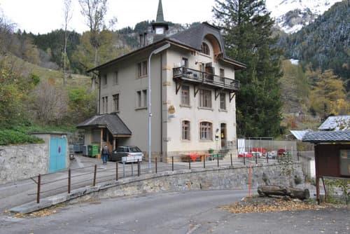 Auberge - restaurant comprenant également 4 logements de 2 pièces.