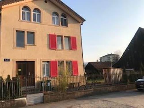 Façade de la maison - plusieurs fenêtres sont récentes