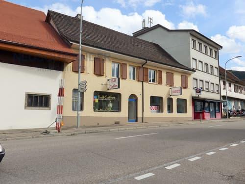 Immeuble de 2 surfaces commerciales et 2 appartements