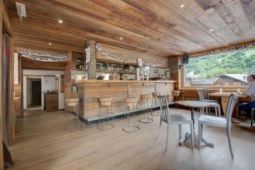Bar Café-Restaurant et B&B au centre du Châble - prix location spécial!