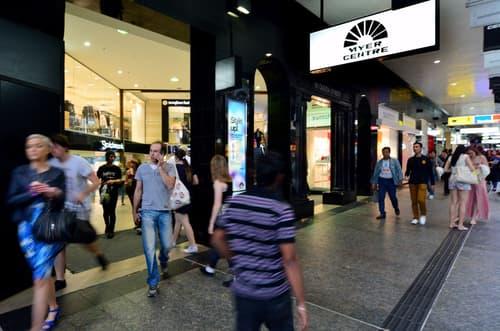 Sierre : Boutique à louer dans centre commercial.