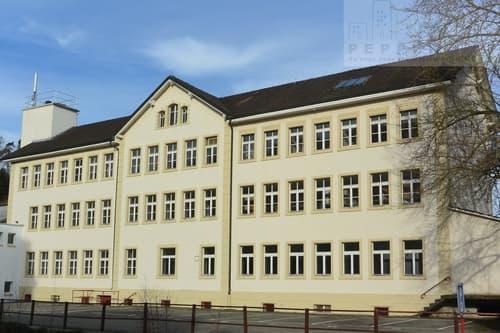 6 surfaces commerciales polyvalentes dans un bâtiment historique