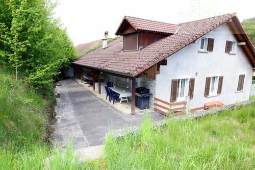 Grande maison familiale,grande place de parc, petit jardin et terrasse