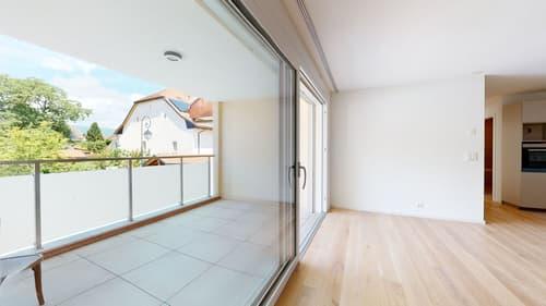 Grande baie vitrée vers la terrasse