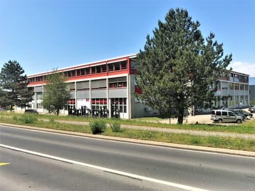 Grand bureau de 246 m2 proche autoroute et commerces