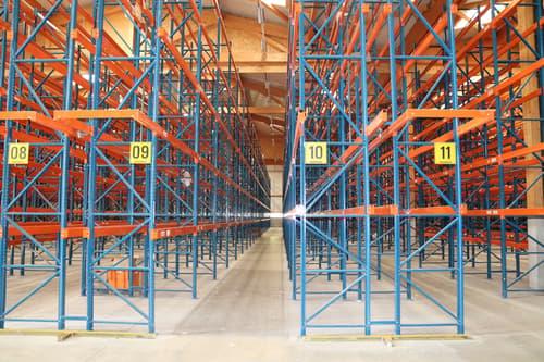 Halle logistique/dépôt de 2400 m2 - quai de chargement