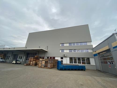 1'590 m2 de halles industrielle/ logistique à Boudry