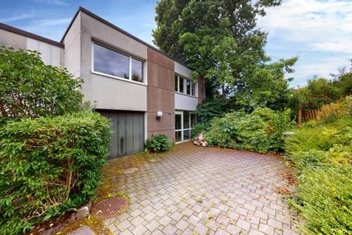 Attraktive 5½ Zimmer Doppelhaushälfte mit Garten