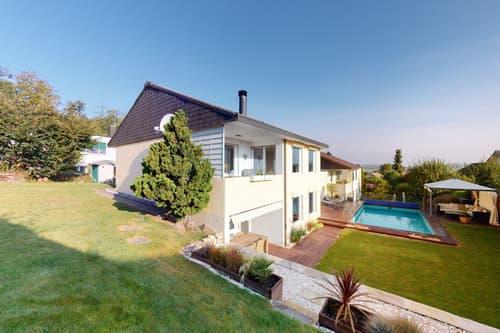 Schönes Einfamilienhaus an ruhiger Lage mit Swimmingpool und Terrasse