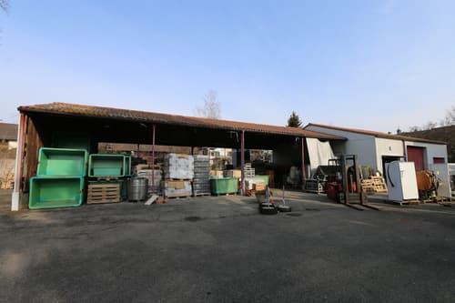 offene Lagerhalle mit angebautem Garagentrakt