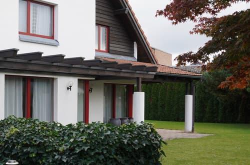 9-Zimmer-Einfamilienhaus mit Sauna, grosser Werkstatt, zwei Gartensitzplätze u.v.m.