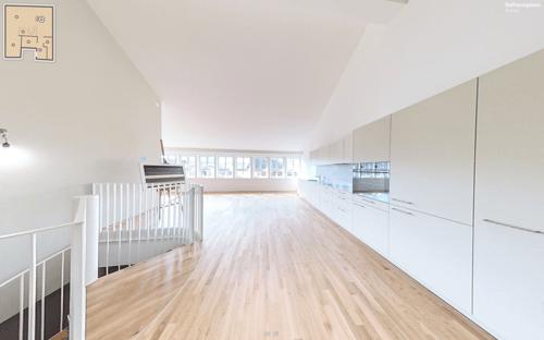 Wendeltreppe und Küche