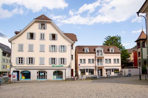 Attraktive Kapitalanlage: Zwei Wohn- und Gewerbeliegenschaften direkt am Rathausplatz !