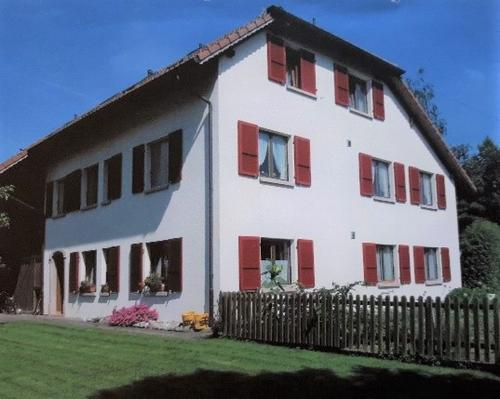 Grosszügiges Mehrfamilienhaus mit 3 Wohnungen