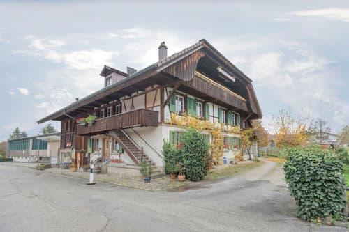 Umgebautes 5-Familien-Bauernhaus am Dorfrand mit Baulandreserven