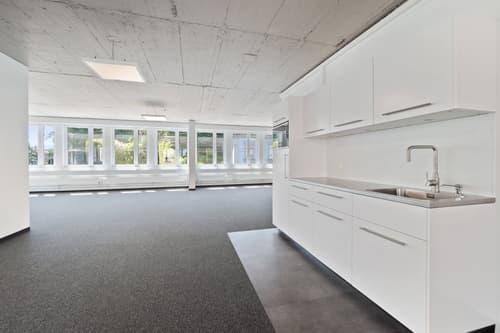 ALLES NEU AM KREUZPLATZ - Neu ausgebaute und bezugsbereite Büroflächen - mit Parkplätzen.