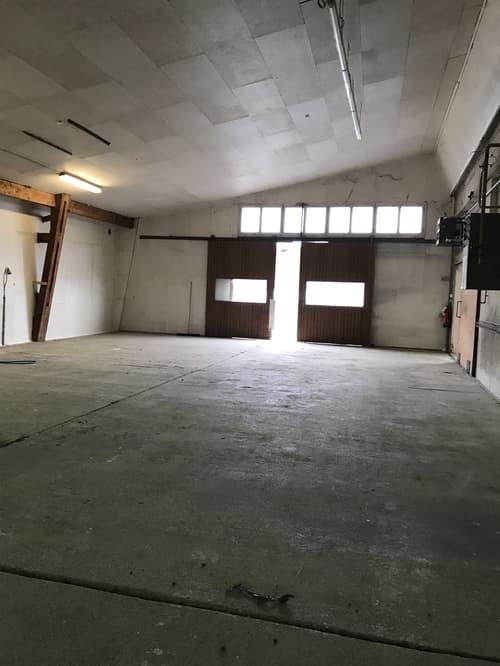 Lagerhalle mit Rampe, unbeheizt sowie Aussenabstellfläche