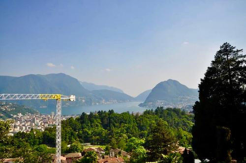 Terreno edificabile  in posizione soleggiata con vista lago di Lugano