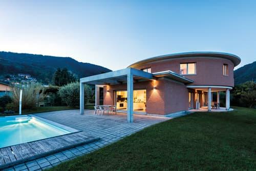 Moderna Villa Ben Soleggiata con Piscina e Giardino in vendita a Pura