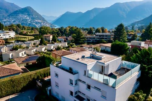Splendida Palazzina a Reddito di 5 Appartamenti con Vista Lago e Monti