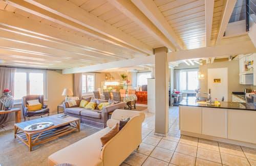 Mini-Loft-Stil mit grosszügigem Wohn-, Ess- und Kochbereich