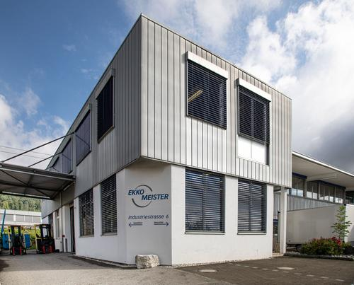 Fabrik mit Büroräumlichkeiten