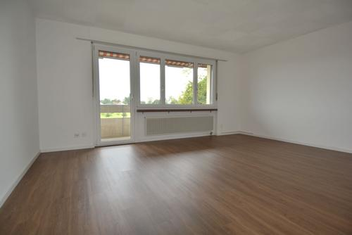 schöne Wohnung mit Balkon zu vermieten!